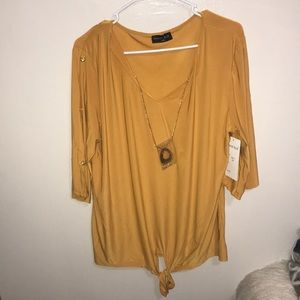 Long sleeve blouse w necklace
